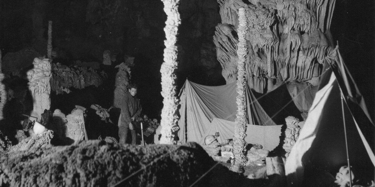 Le campement dans la Grotte en 1965